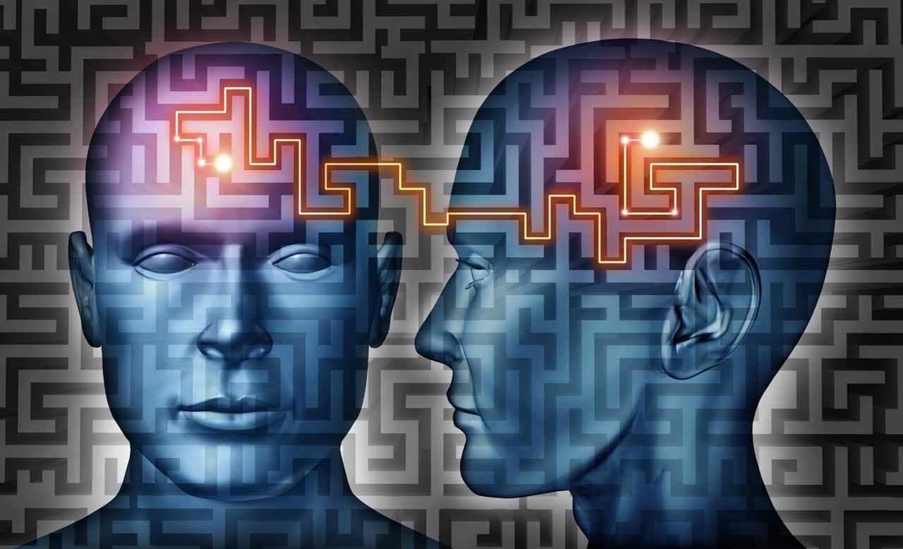 Grafik zweier Köpfe mit Linien im Gehirn